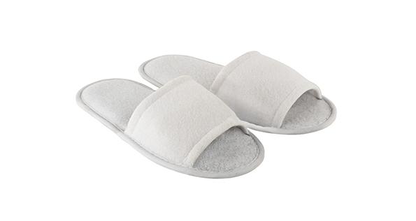 chaussons-salle-de-bain-ouverts